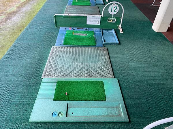 仙川ゴルフのレフティ打席