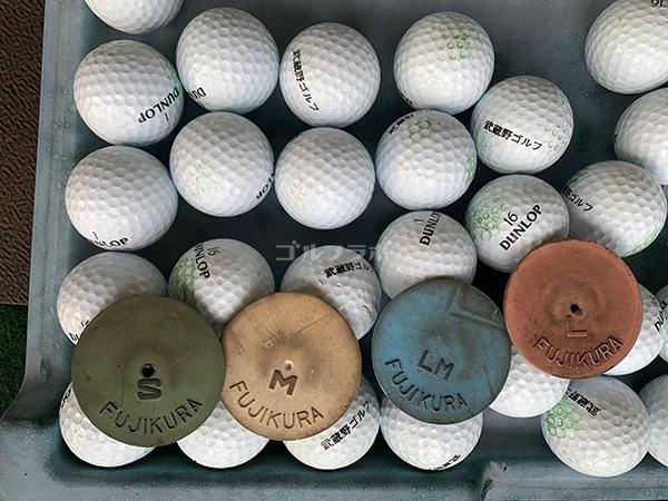 武蔵野ゴルフのゴムティーとボール
