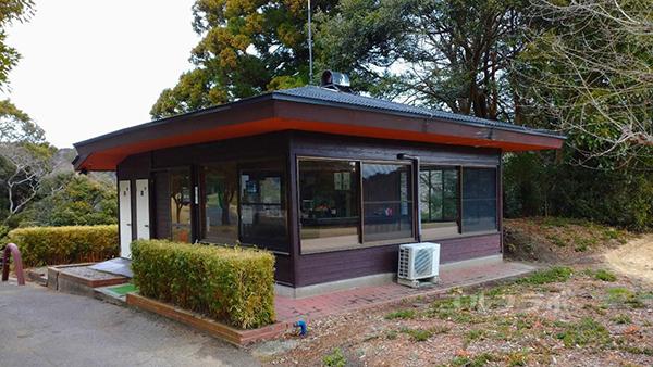 房総カントリークラブ房総ゴルフ場の13番と14番の間の茶屋