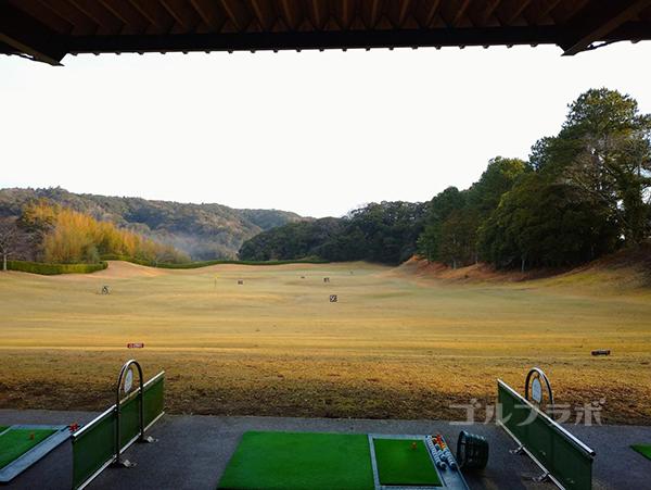 房総カントリークラブ房総ゴルフ場の練習の打席