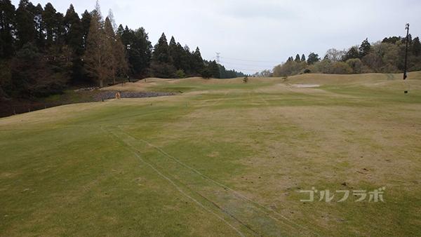 市原ゴルフクラブ柿の木台コースの18番ホールの2打目