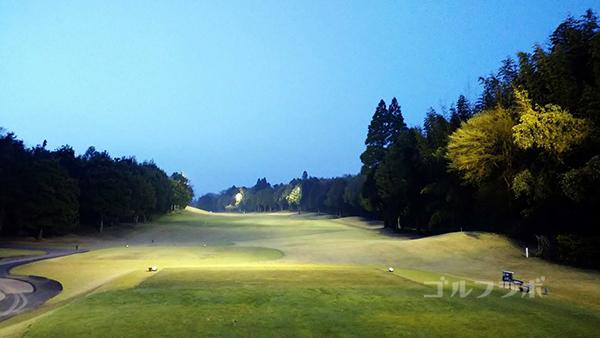 市原ゴルフクラブ柿の木台コースの4番ホールのティーグラウンド