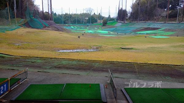 明治ゴルフセンターの1階の打席