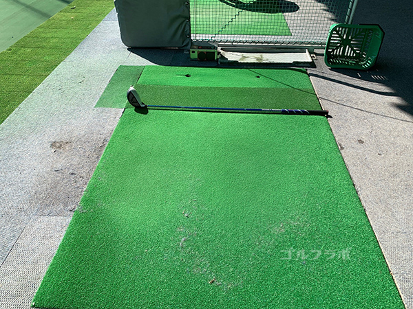 ワールドゴルフ練習場のレンジマット