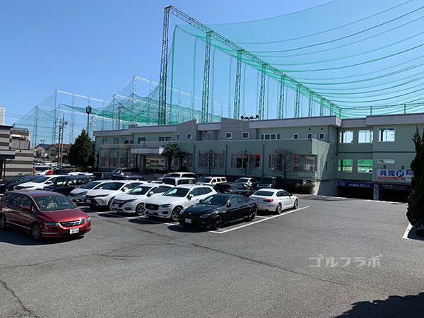 ワールドゴルフ練習場の駐車場