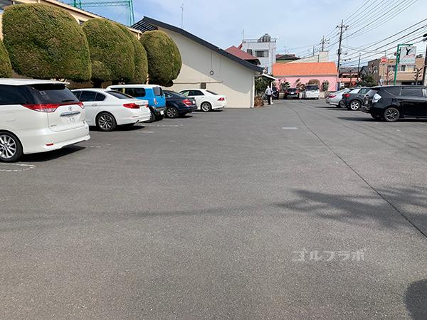 山王ゴルフセンターの駐車場