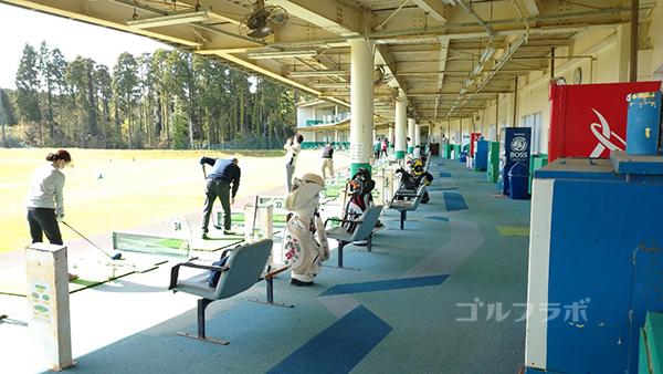 ジョイバードゴルフ練習場の打席