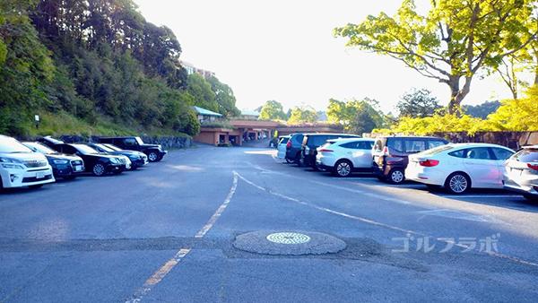 マグレガーカントリークラブの駐車場