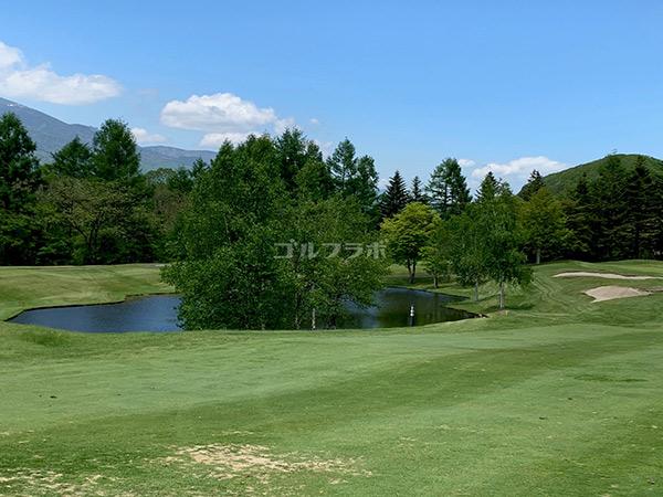 シャトレーゼ カントリークラブ野辺山の7番ホールの池