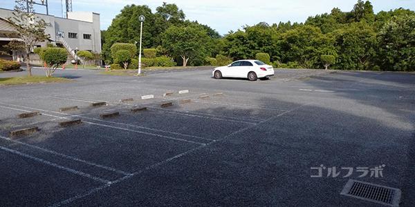 フジゴルフパークの駐車場