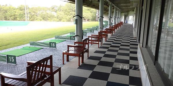 フジゴルフパークの1階打席
