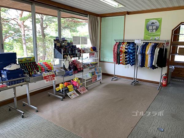 富士見高原ゴルフコースの練習場の売店