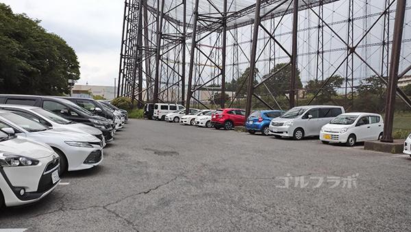 ゴルフパートナー仁戸名練習場の駐車場