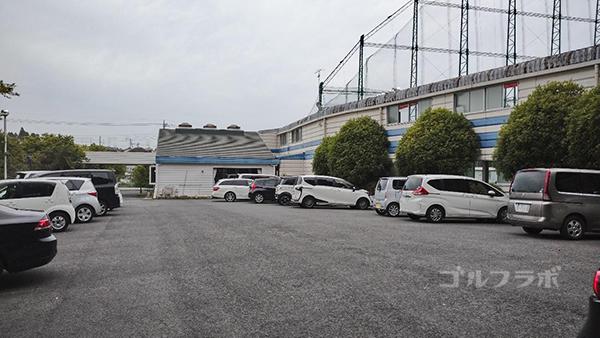 土気ゴルフセンターの駐車場
