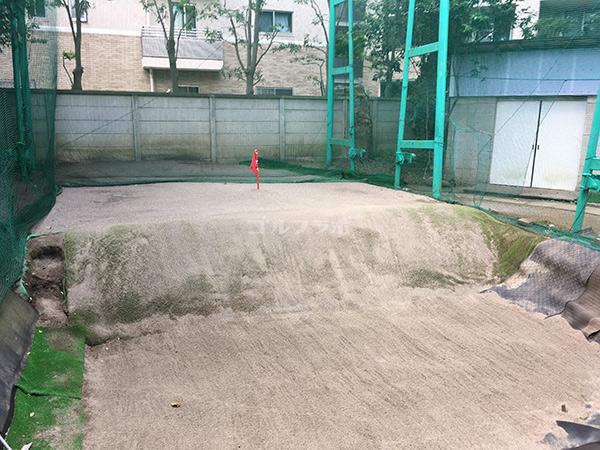 駒ゴルフガーデンのパッティング練習場のバンカー練習場