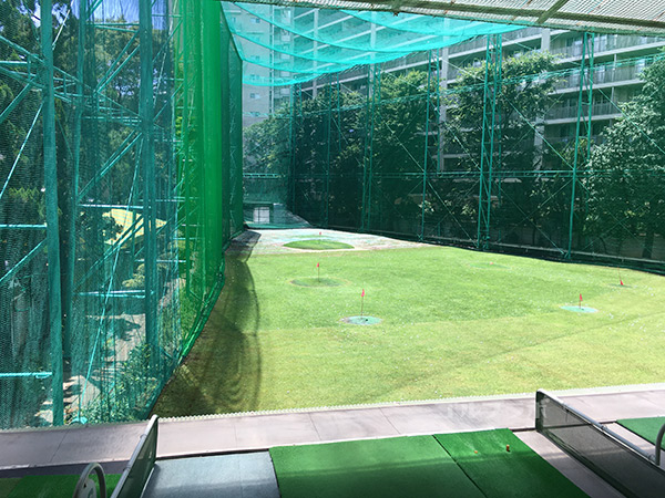 駒ゴルフガーデンの2階打席