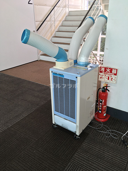 巣鴨スポーツセンターゴルフ練習場の打席の冷風機