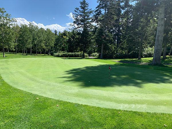 ニセコビレッジゴルフコースの練習グリーン
